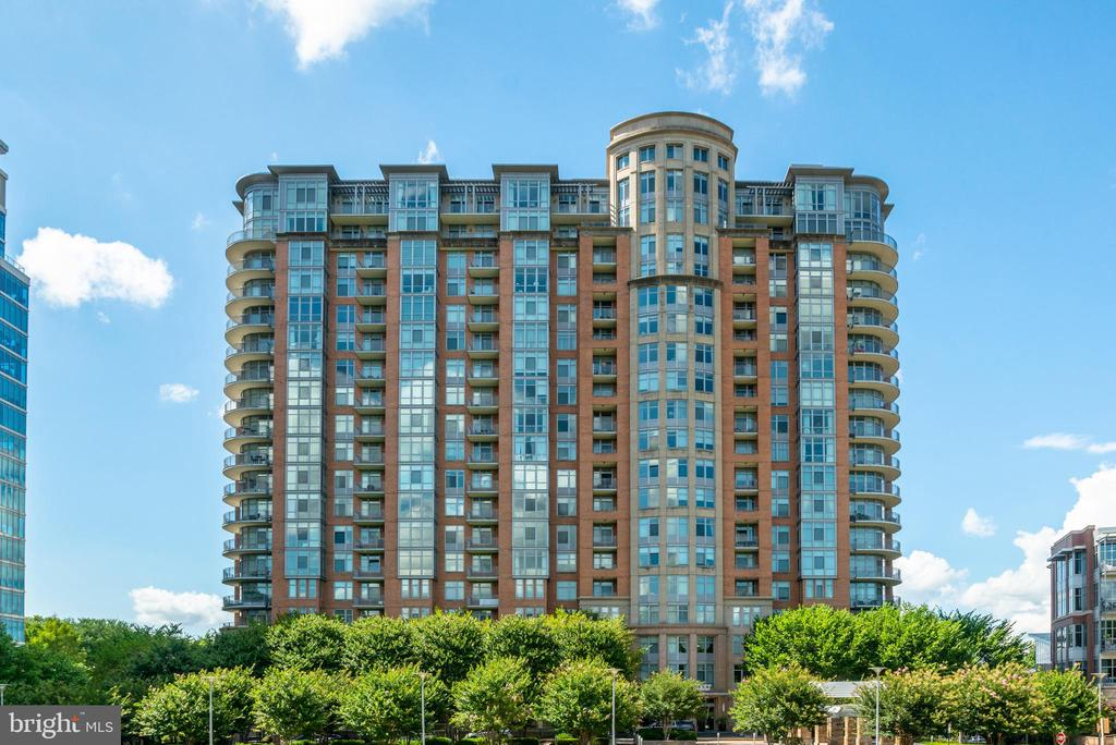 Building Exterior - 8220 CRESTWOOD HEIGHTS DR #1814, MCLEAN