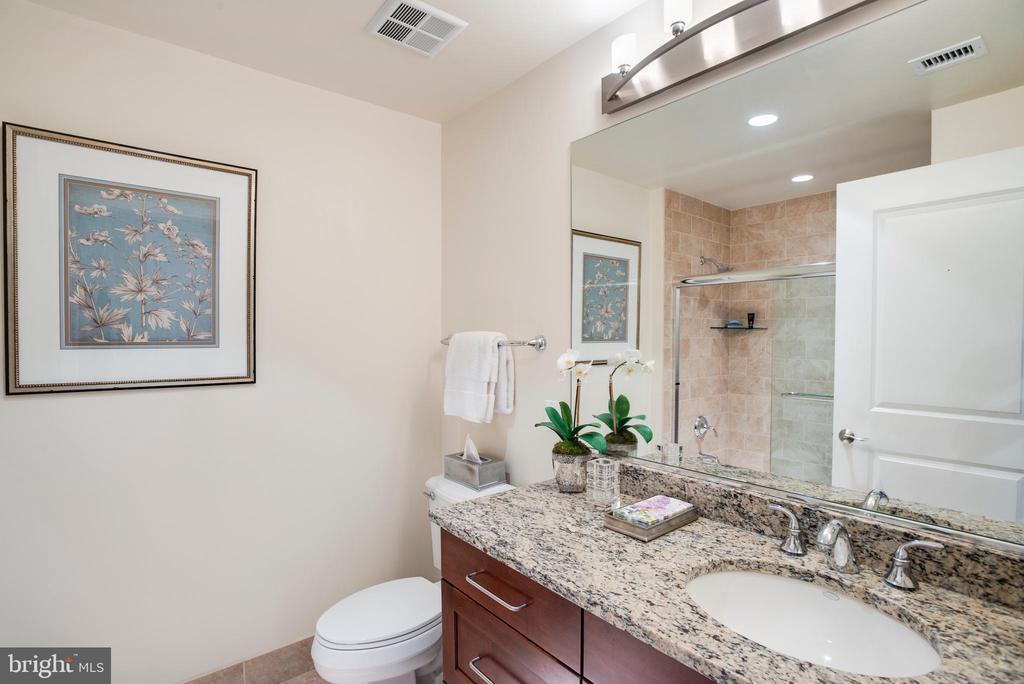 Second Bathroom - 8220 CRESTWOOD HEIGHTS DR #1814, MCLEAN