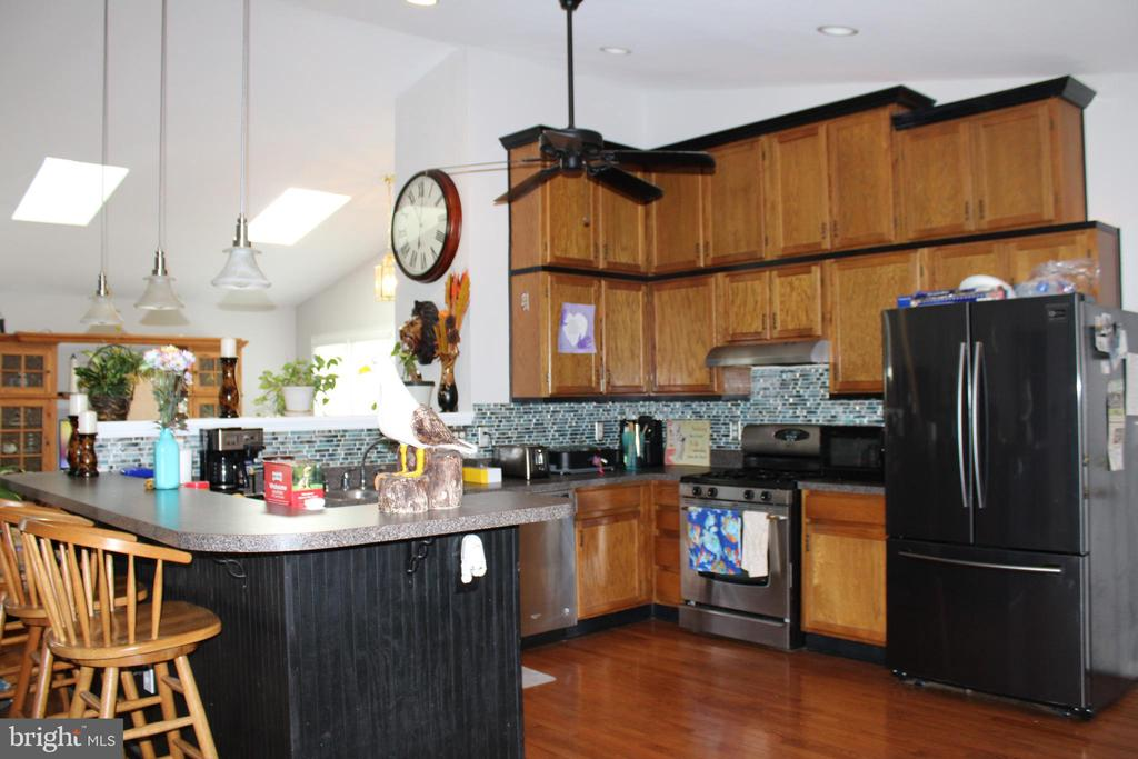 Kitchen with  wood cabinets - 48 NORTH PL, FREDERICK