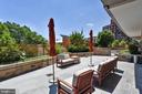 Many places to relax outdoors - 2001 15TH ST N #1104, ARLINGTON
