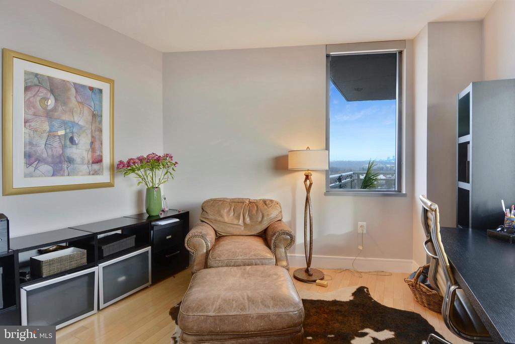3rd bedroom also doubles as a great office - 2001 15TH ST N #1104, ARLINGTON