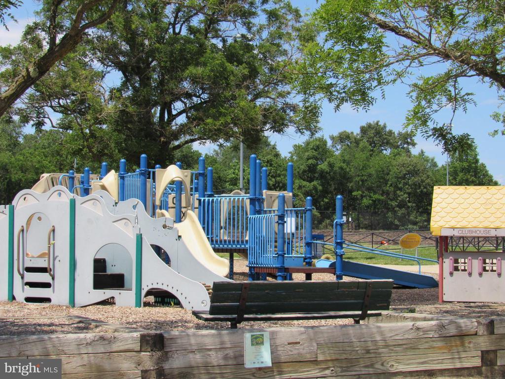 Community playground - 3701 5TH ST S #401, ARLINGTON