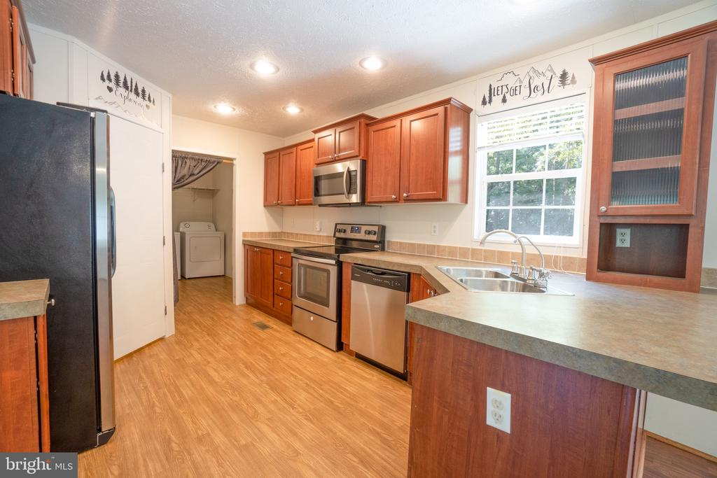 Stainless Steel Appliances - 11080 EDGEHILL ACADEMY RD, WOODFORD