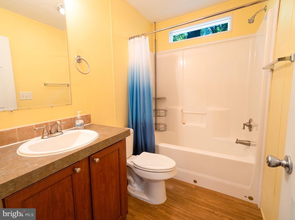 Bathroom 2 - 11080 EDGEHILL ACADEMY RD, WOODFORD