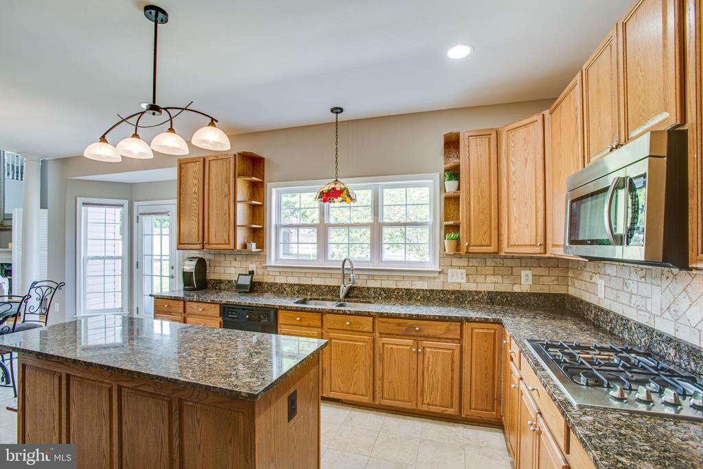 Granite countertops and lots of cabinet space. - 9 GALLERY RD, STAFFORD