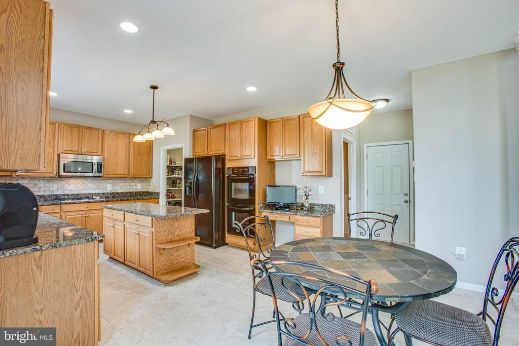 The chef in you will love this spacious kitchen. - 9 GALLERY RD, STAFFORD