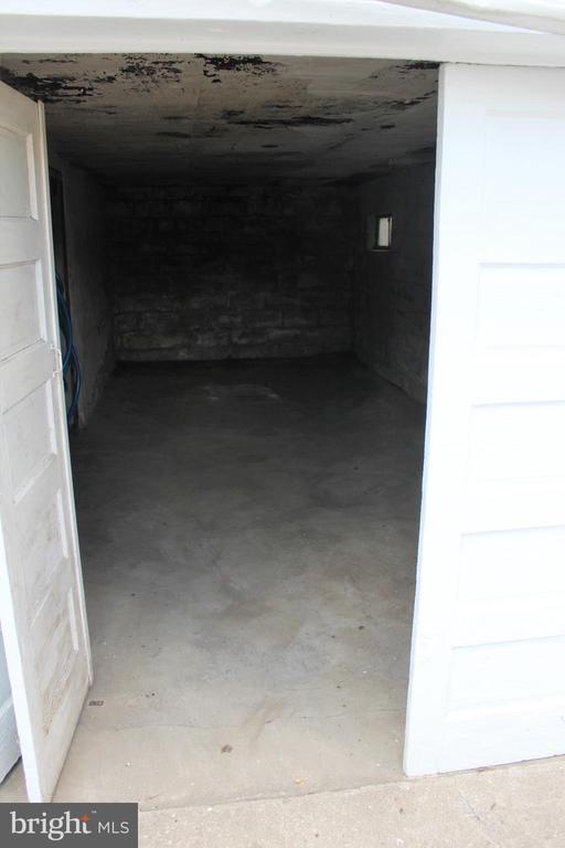 Basement garage - 6 E G ST, BRUNSWICK