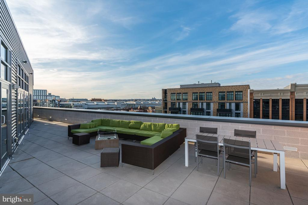 Sky lounge out door space with fire pit and views! - 460 NEW YORK AVE NW #801, WASHINGTON