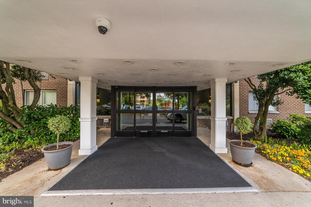 Front Entryway of Building, secured access - 2059 HUNTINGTON AVE #707, ALEXANDRIA