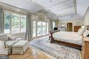 Owners Bedroom w/ vaulted ceiling-2 walk-in closet - 10 STANMORE CT, POTOMAC