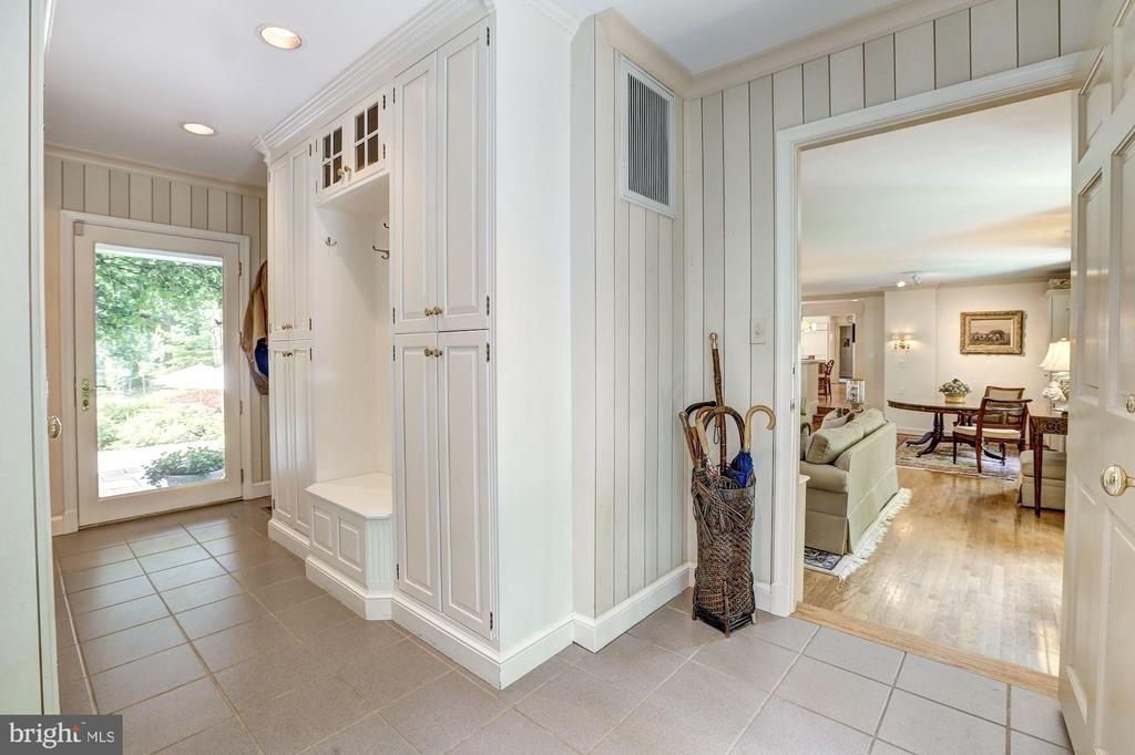 Mudroom  flows into Family Room - 10 STANMORE CT, POTOMAC