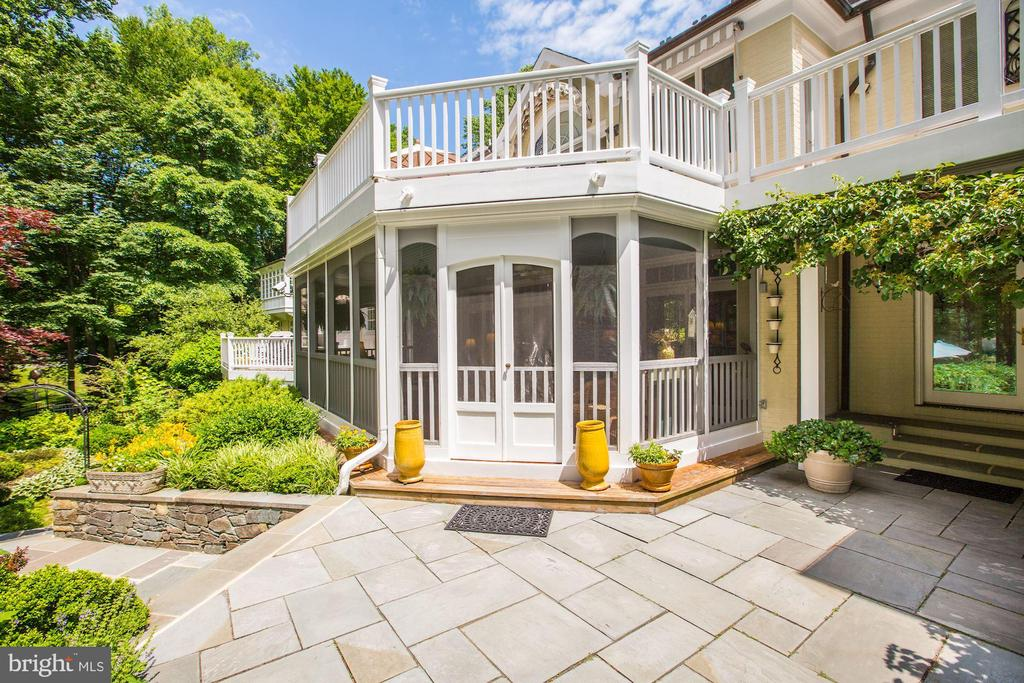 Screened-in Porch leading to flagstone walkways - 10 STANMORE CT, POTOMAC