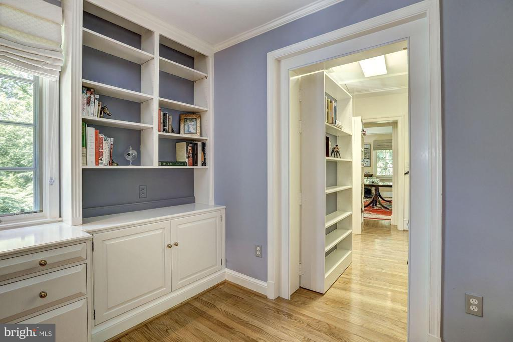Hidden passageway to home Office - 10 STANMORE CT, POTOMAC