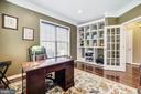 Study with custom built-ins overlooks yard - 3805 COLONIAL AVE, ALEXANDRIA
