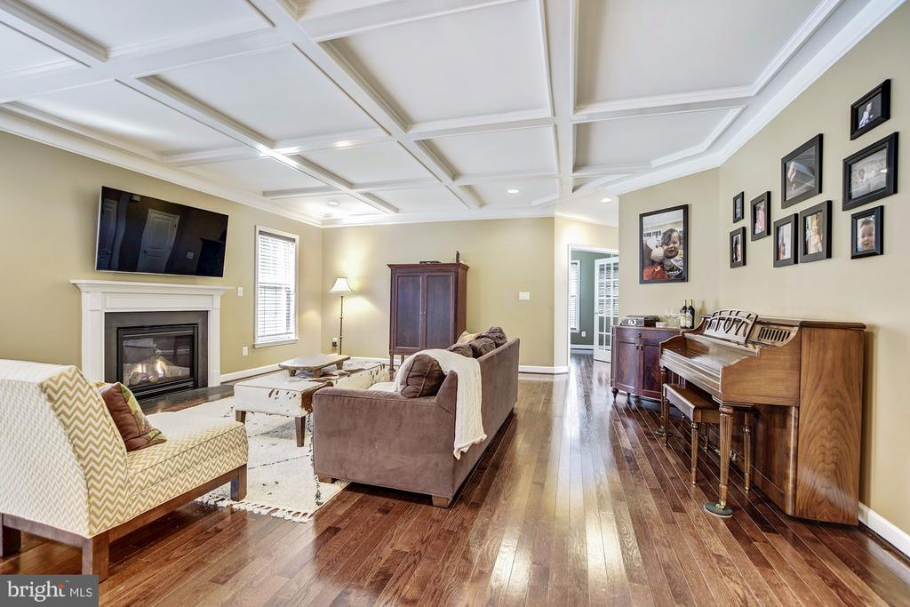 Family room with coffered ceiling & wood flrs - 3805 COLONIAL AVE, ALEXANDRIA
