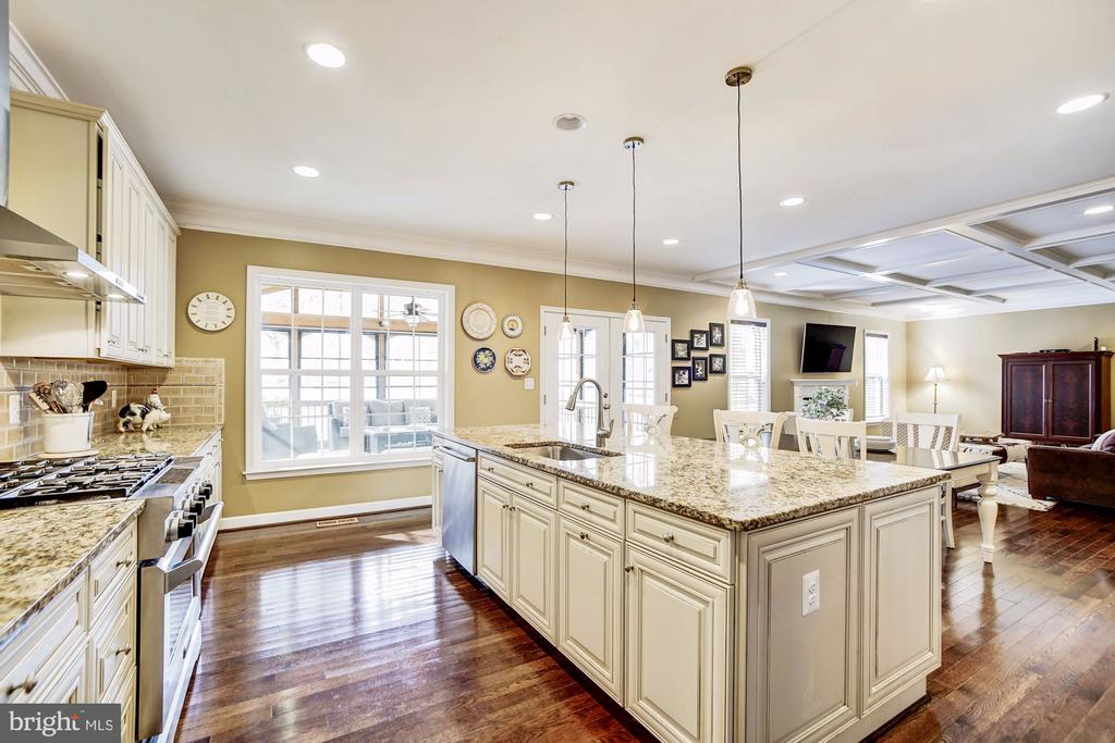 Chefs kitchen with HUGE center island! - 3805 COLONIAL AVE, ALEXANDRIA