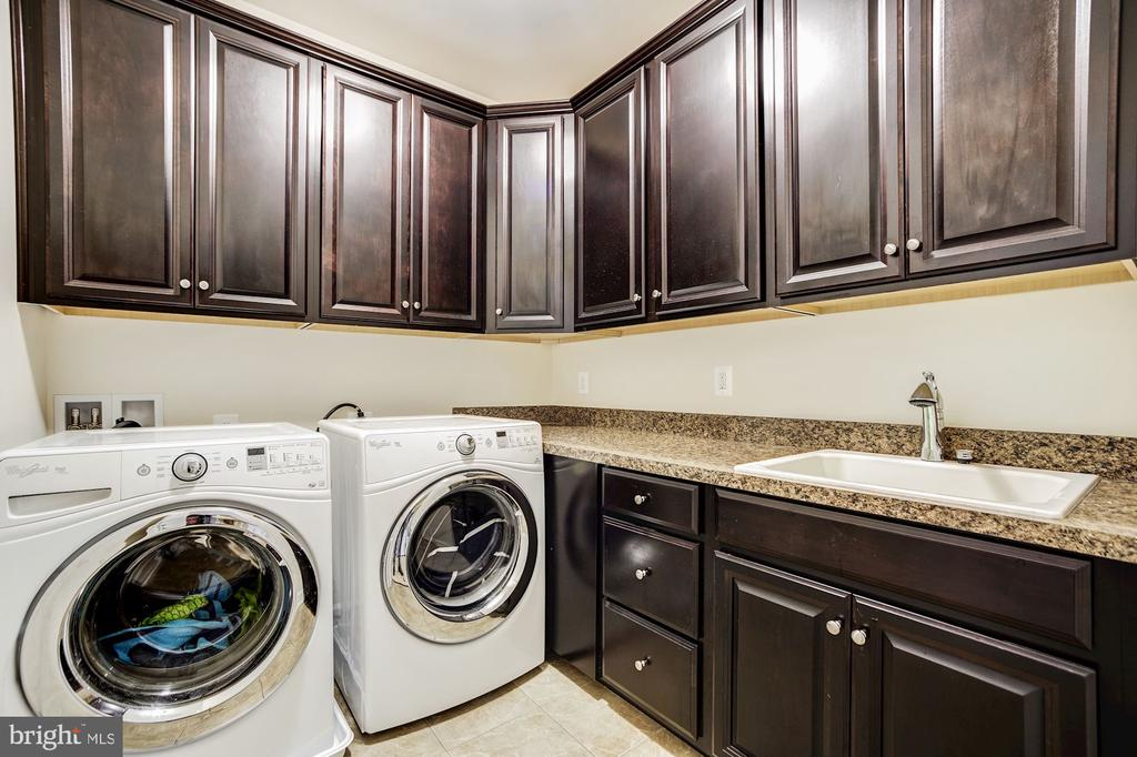 Upper level laundry room with cabinetry & counters - 3805 COLONIAL AVE, ALEXANDRIA