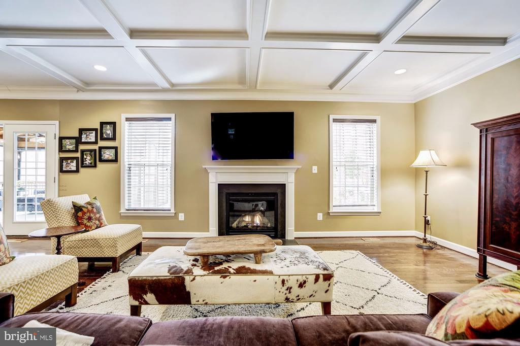 Family room with gas fireplace & coffered ceiling - 3805 COLONIAL AVE, ALEXANDRIA