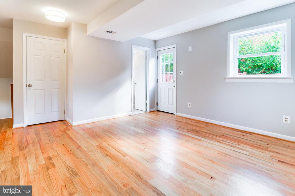 Family room, pic 2 - 900 S WAKEFIELD ST, ARLINGTON