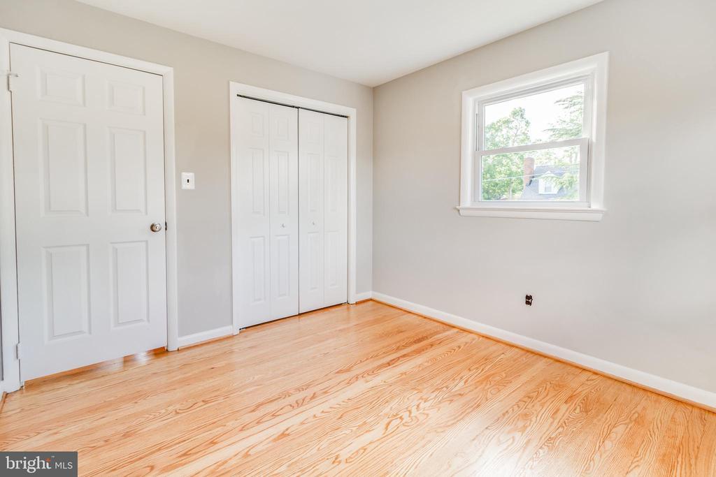 Second bedroom, pic 1 - 900 S WAKEFIELD ST, ARLINGTON