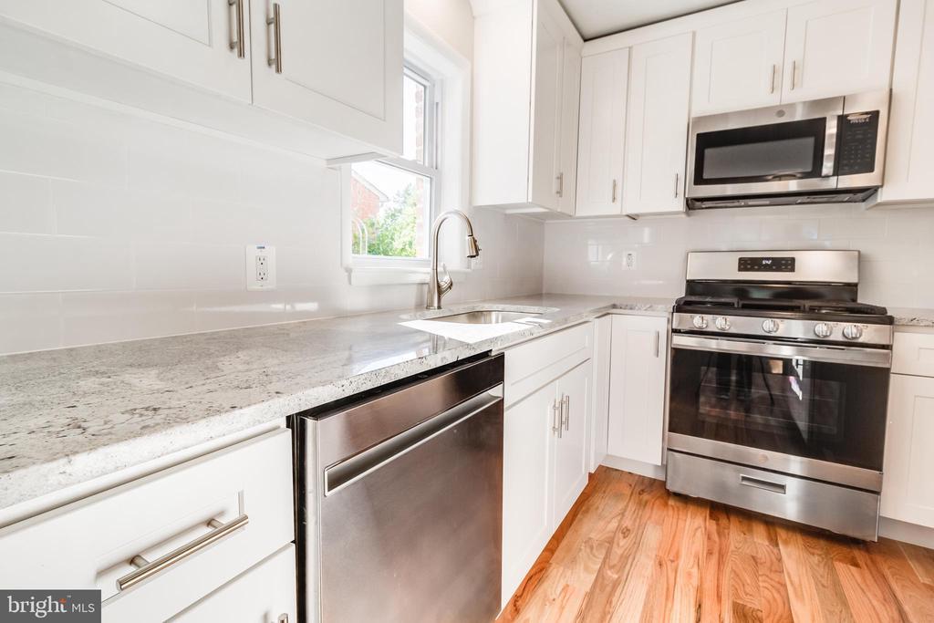 Kitchen, pic 4 - 900 S WAKEFIELD ST, ARLINGTON