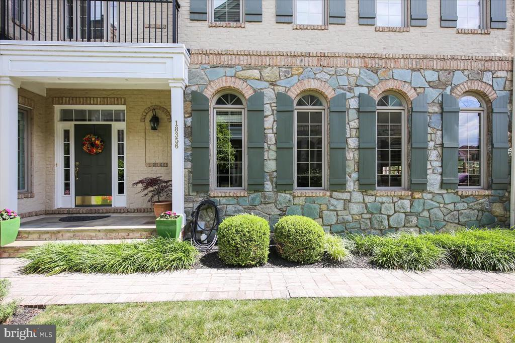 Covered front door and look at all the windows! - 18356 FAIRWAY OAKS SQ, LEESBURG