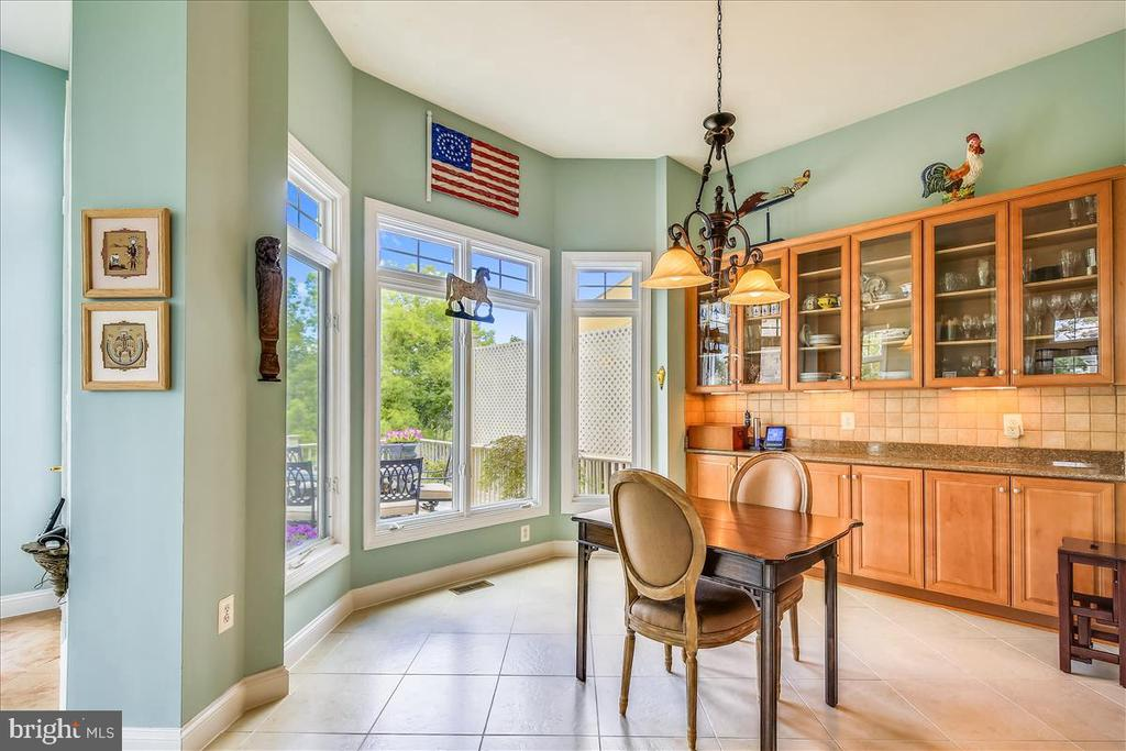 Ceramic floors, tons of transom windows - 18356 FAIRWAY OAKS SQ, LEESBURG