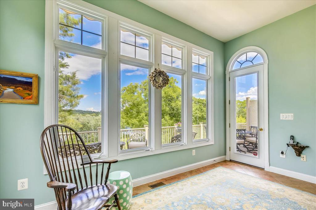 Amazing sunroom leads to expanded trex deck - 18356 FAIRWAY OAKS SQ, LEESBURG