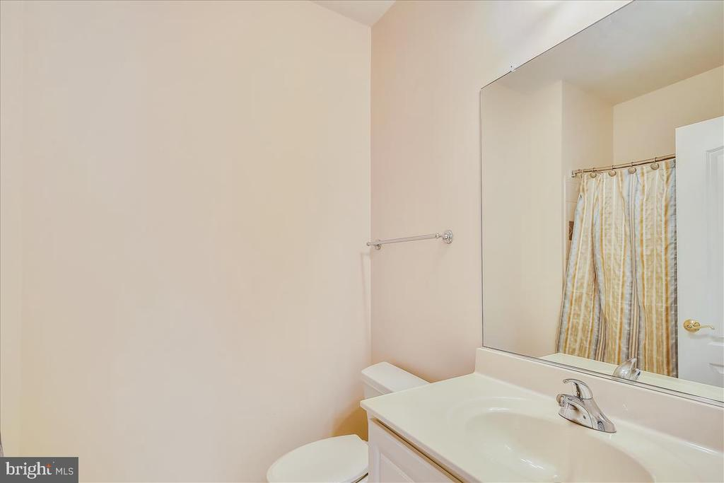 One of five full bathrooms! - 18356 FAIRWAY OAKS SQ, LEESBURG
