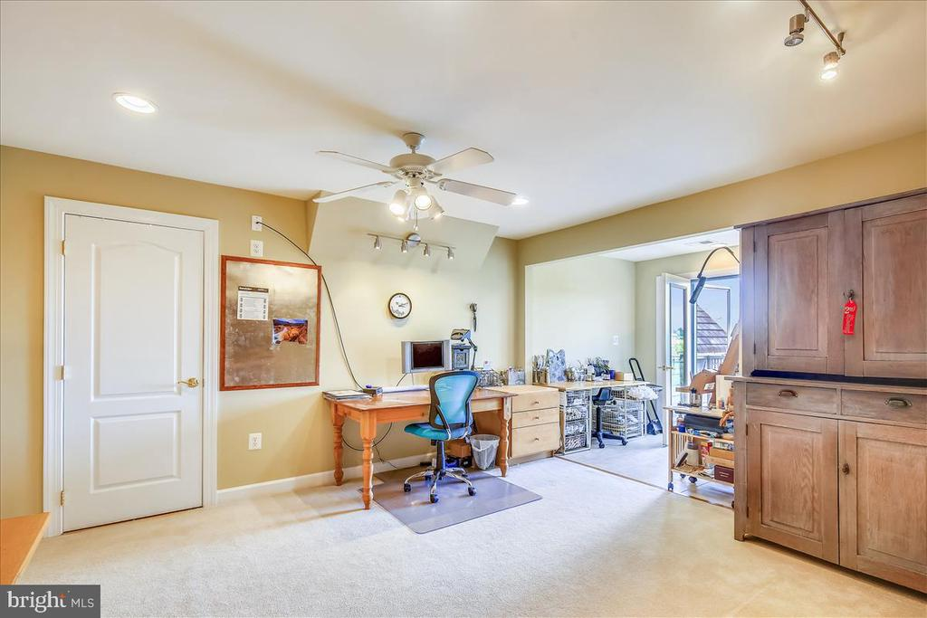 4th level space for studio/office/play room?? - 18356 FAIRWAY OAKS SQ, LEESBURG