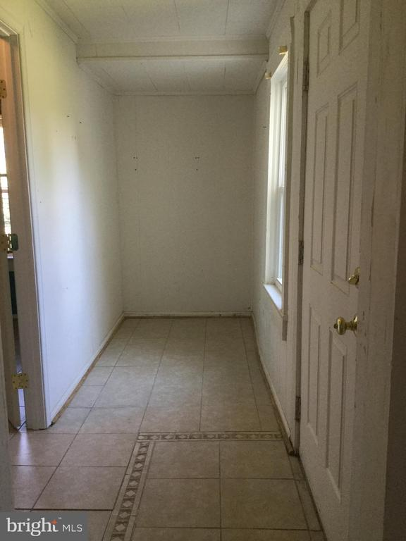 Mud room and side door to outside - 6710 MASSAPONAX CHURCH RD, SPOTSYLVANIA