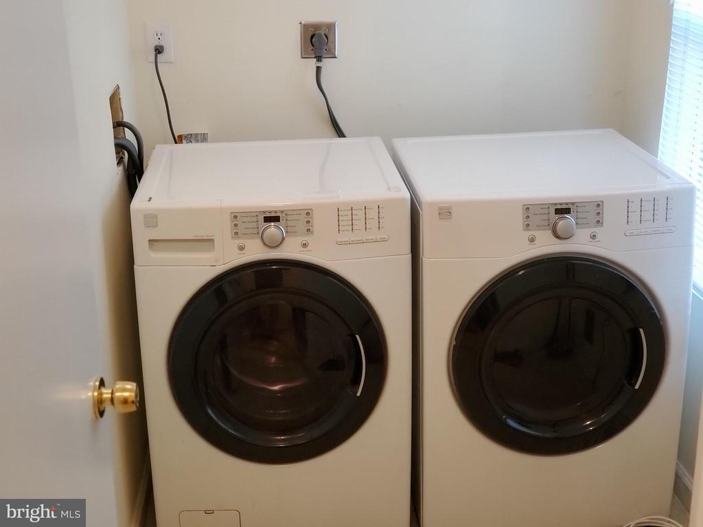 LAUNDRY ROOM - 4236 CLOUDBERRY CT, BURTONSVILLE