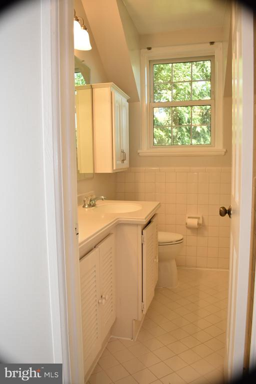 Second Floor Bath - 3572 S STAFFORD ST, ARLINGTON