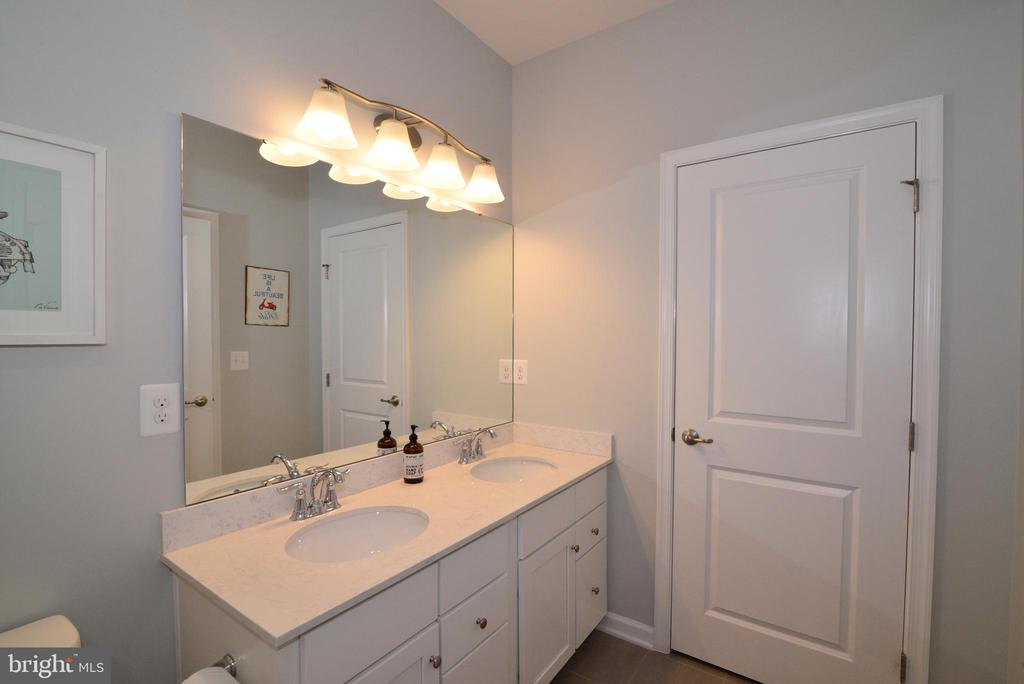 Upper hall bath double vanity - 24890 DAHLIA MANOR PL, ALDIE