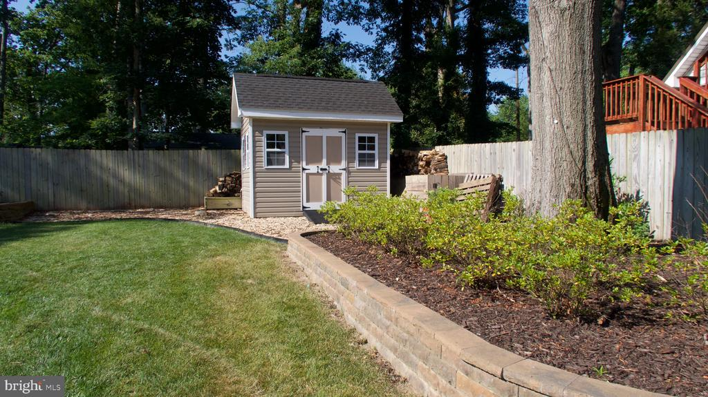 Custom shed - 3805 COLONIAL AVE, ALEXANDRIA
