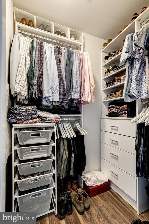 Walking closet with custom shelving - 460 NEW YORK AVE NW #801, WASHINGTON