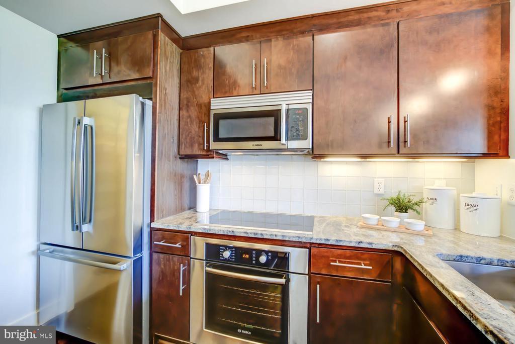 Bosch cooktop and new refrigerator - 1341 MARYLAND AVE NE #103, WASHINGTON