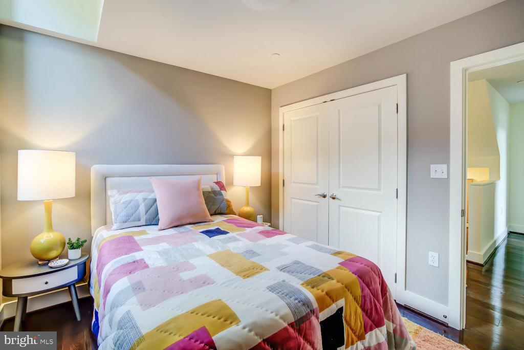 Guest Bedroom with closet - 1341 MARYLAND AVE NE #103, WASHINGTON