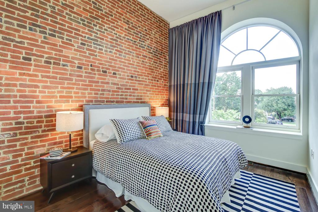 Guest Bedroom with cool exposed brick - 1341 MARYLAND AVE NE #103, WASHINGTON