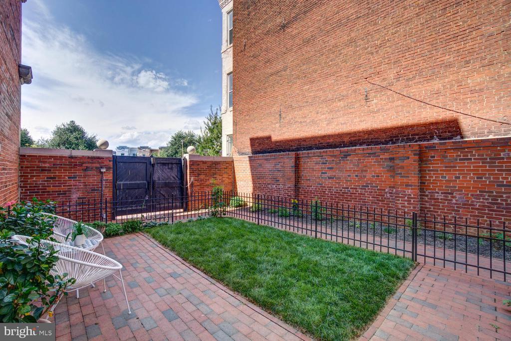 Private patio on east side - 1341 MARYLAND AVE NE #103, WASHINGTON