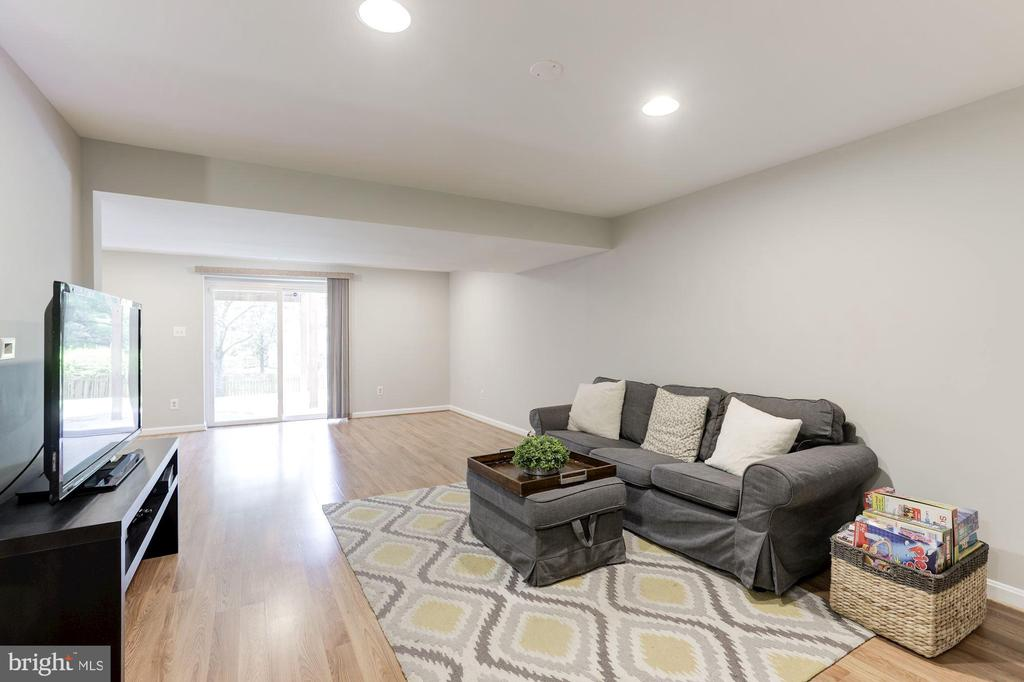 Recreation Room with walk-out access to backyard - 43451 ELMHURST CT, ASHBURN