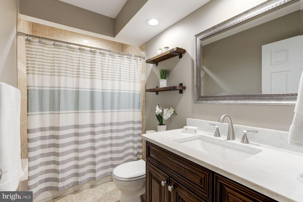 Upper Level Bath with new vanity, mirror & lights. - 43451 ELMHURST CT, ASHBURN
