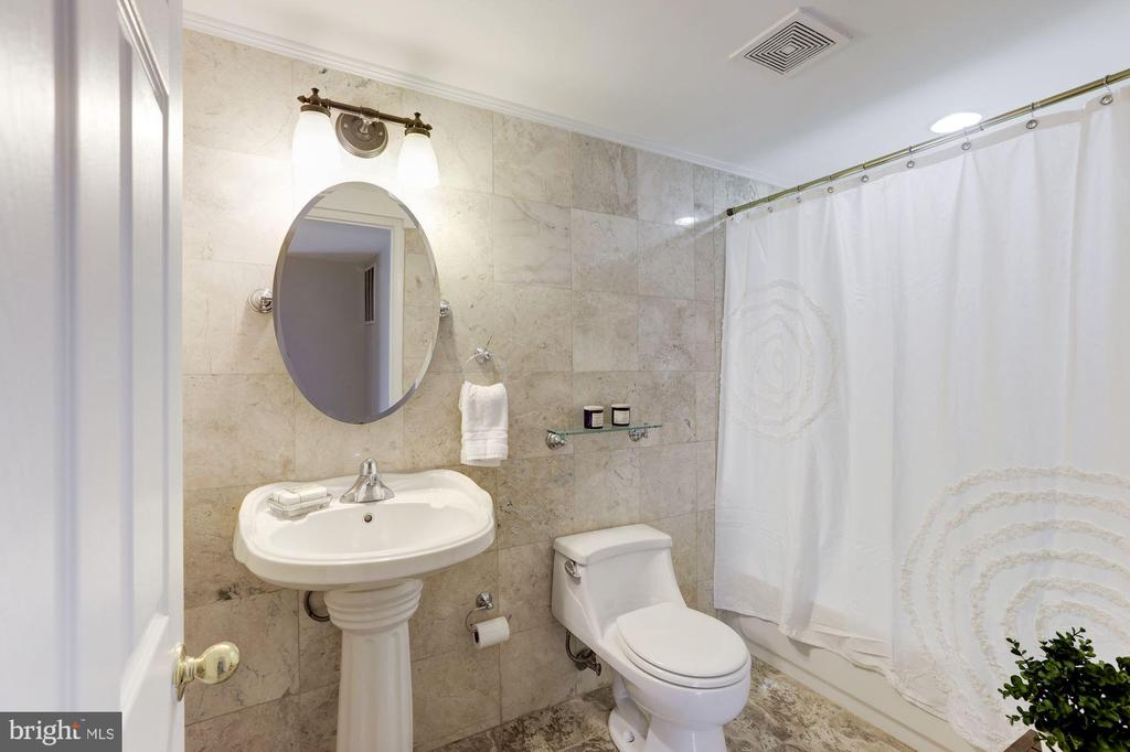 Full Bath on Lower Level - 43451 ELMHURST CT, ASHBURN