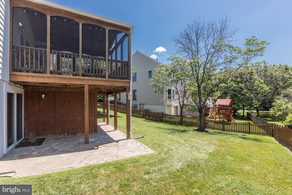 View of Patio & Porch & fully fenced backyard - 43451 ELMHURST CT, ASHBURN
