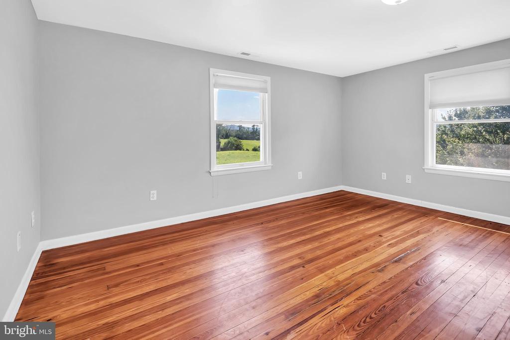 23880 Aldie Dam Rd - Bedroom 1 w/ HWFs - 23880 ALDIE DAM RD, ALDIE