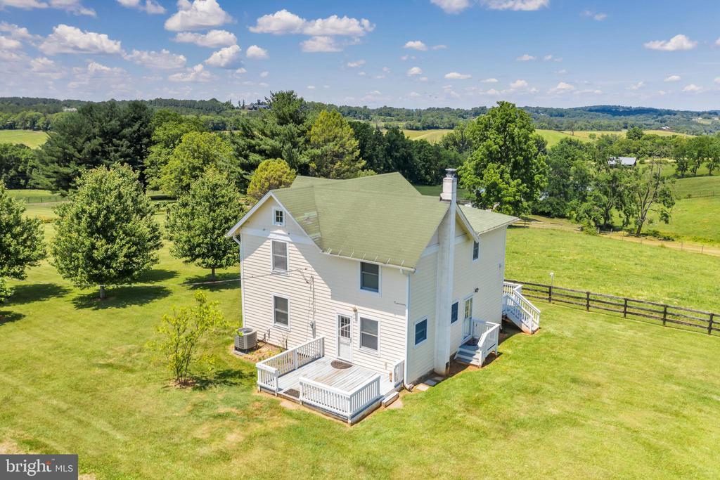1908 Farmhouse at 23880 Aldie Dam Rd - 23880 ALDIE DAM RD, ALDIE