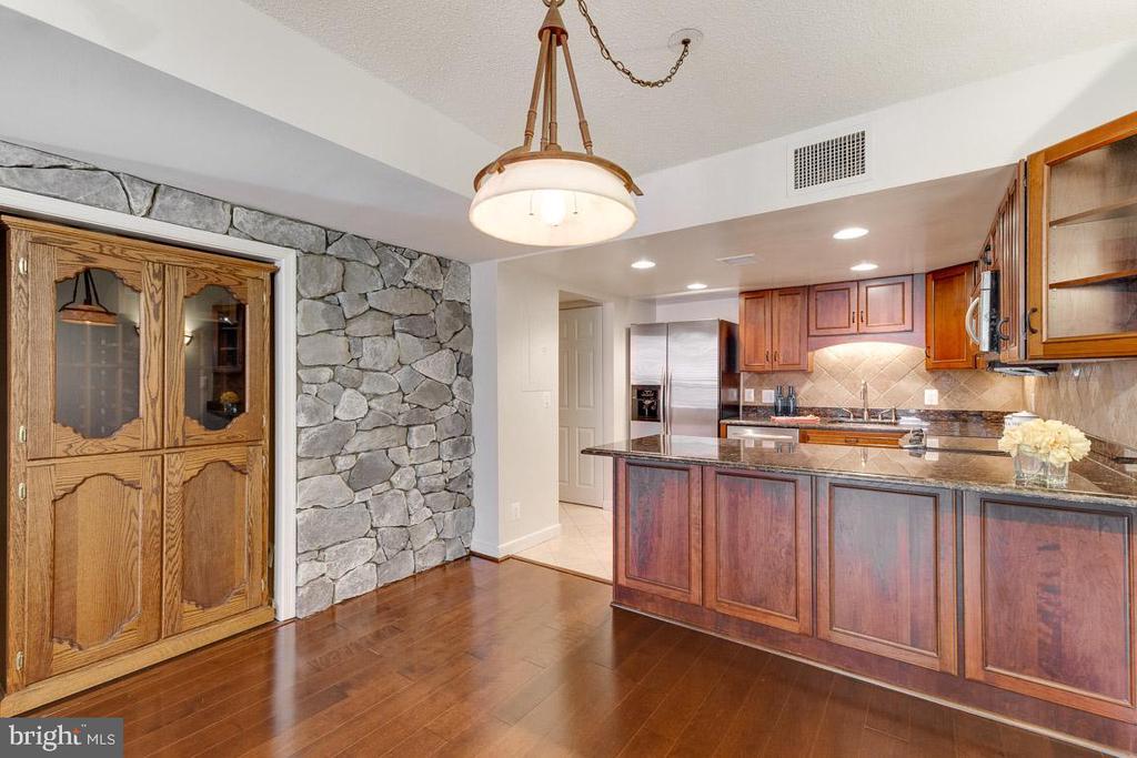 FULL size wine fridge ! - 1099 22ND ST NW #304, WASHINGTON