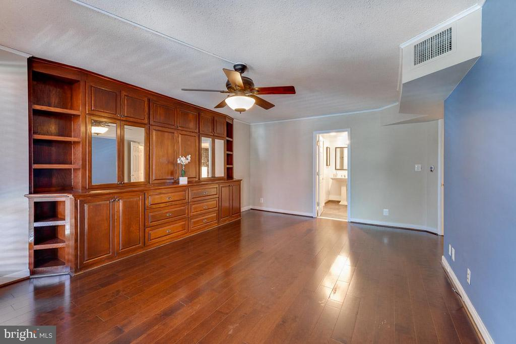 Master bedroom with great built-ins for storage - 1099 22ND ST NW #304, WASHINGTON