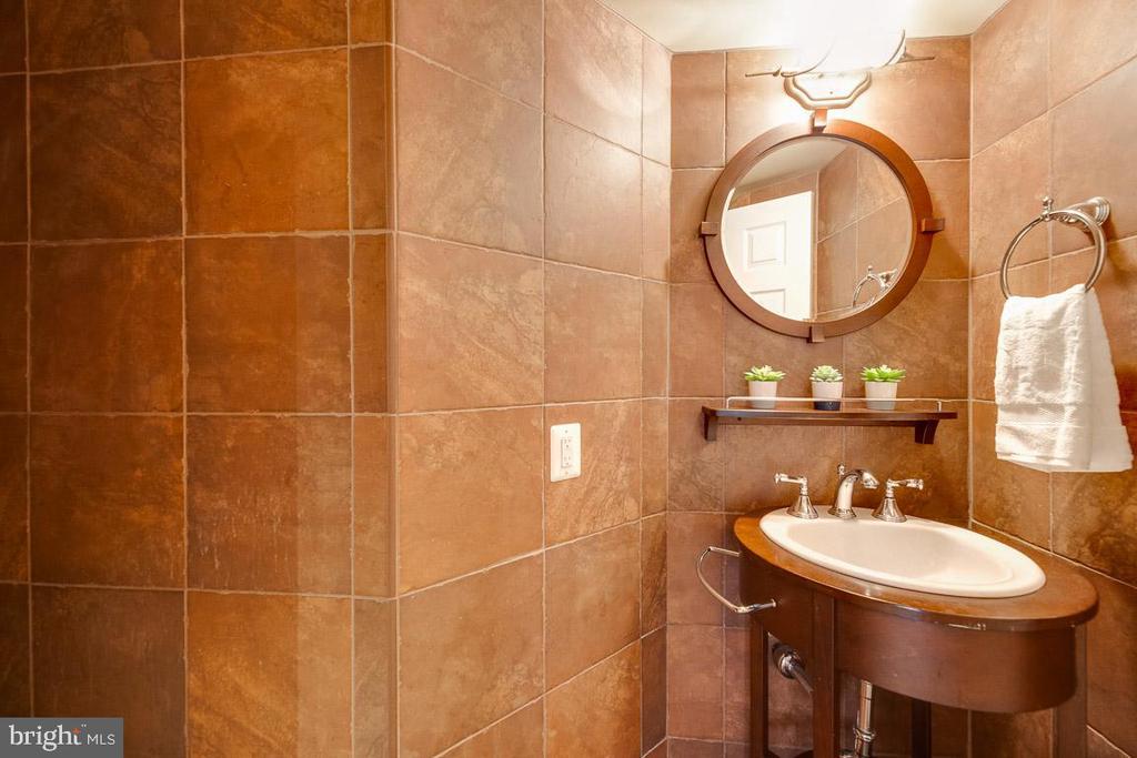 Powder Room w/ ceramic tile throughout - 1099 22ND ST NW #304, WASHINGTON