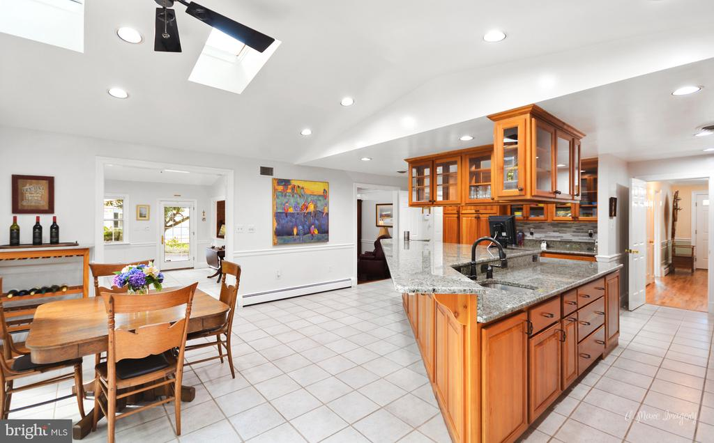 Vaulted ceilings with table area - 10095 DUDLEY DR, IJAMSVILLE